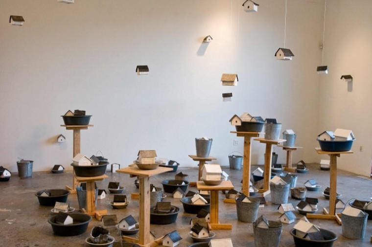 Utopía, 2008. Madera, metal, plástico, agua. Dimensiones variables